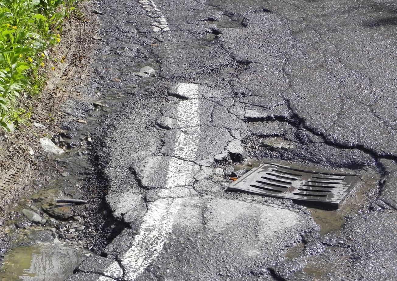 Una strada particolarmente ammalorata