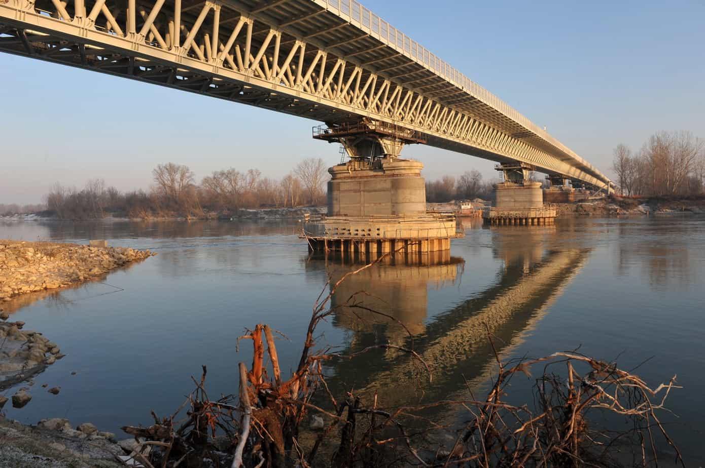 Il ponte sul Po
