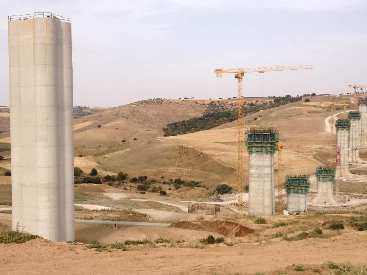 Una panoramica del viadotto con sistemi autorampanti SKE 50/100 in opera