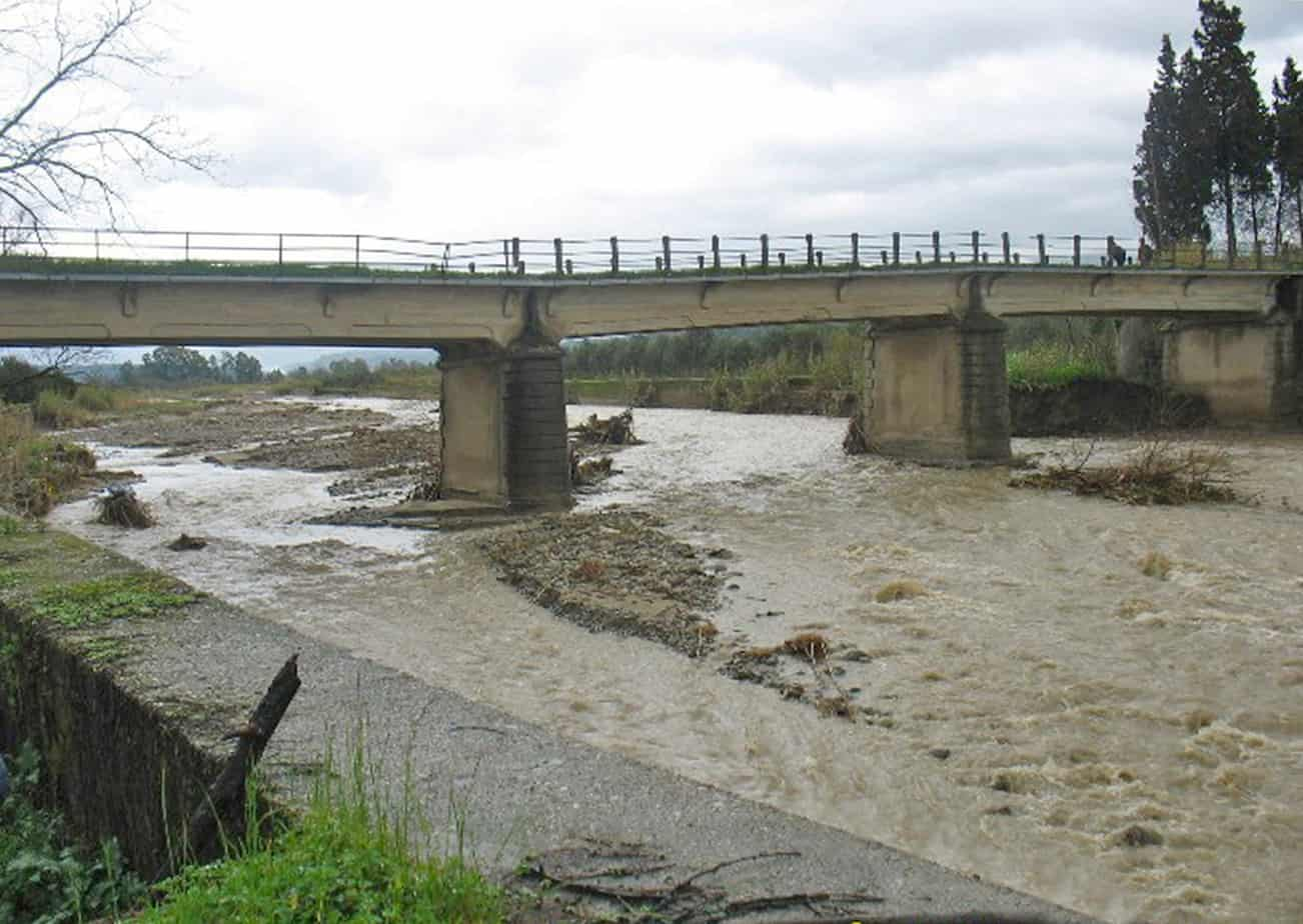 Il ponte Marro danneggiato poco prima del crollo