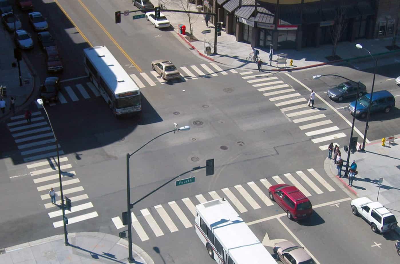 Ogni anno nell'intera Comunità Europea gli incidenti stradali causano un costo sociale e umano elevatissimo