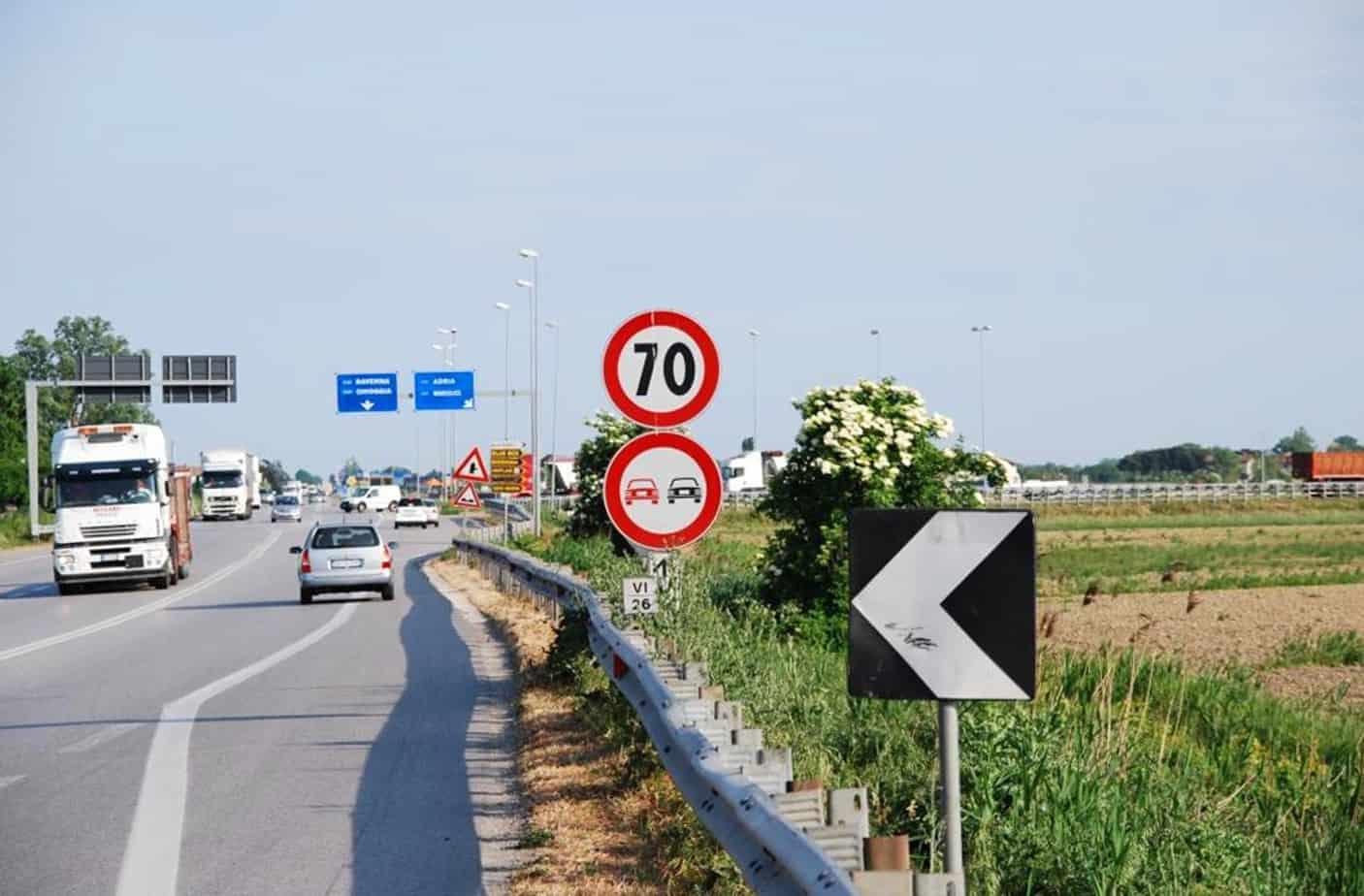 L'incidente stradale è la conseguenza di uno o più errori all'interno di un sistema complesso, che comprende la strada, i veicoli e l'uomo
