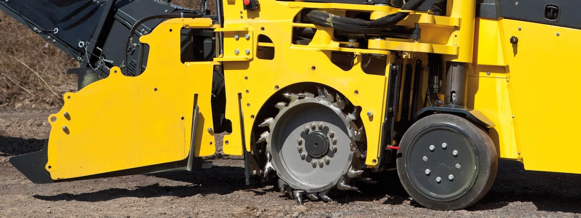 L'accesso al tamburo è libero dopo lo spostamento della ruota in avanti e l'apertura della porta laterale