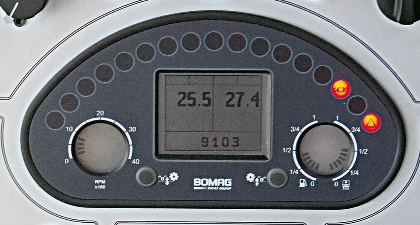 L'indicazione digitale della profondità di fresatura e l'interruttore per le velocità di processo sono perfettamente compresi entro il campo visivo dell'operatore