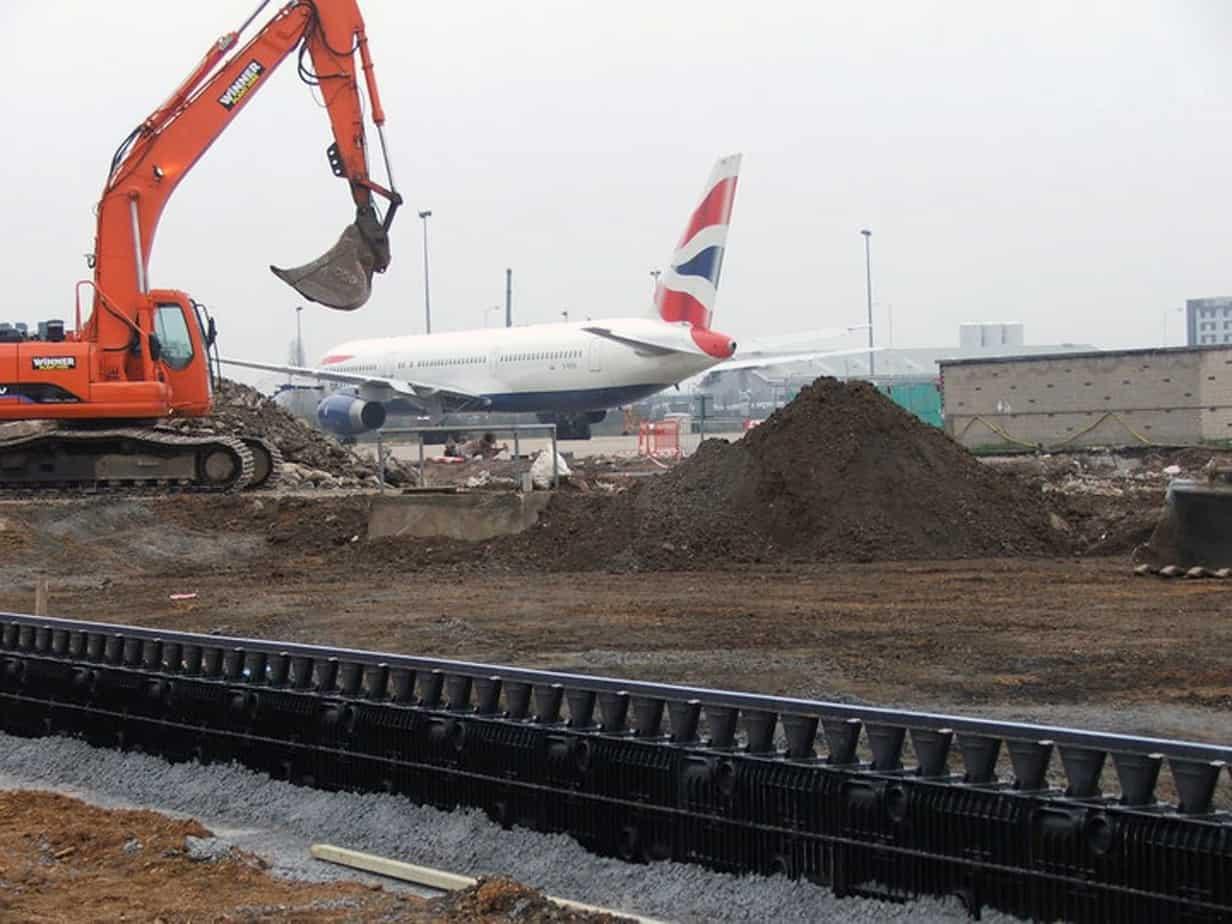 Presso l'aeroporto di Heathrow (Gran Bretagna), l'utilizzo della canaletta Recyfix® Hicap