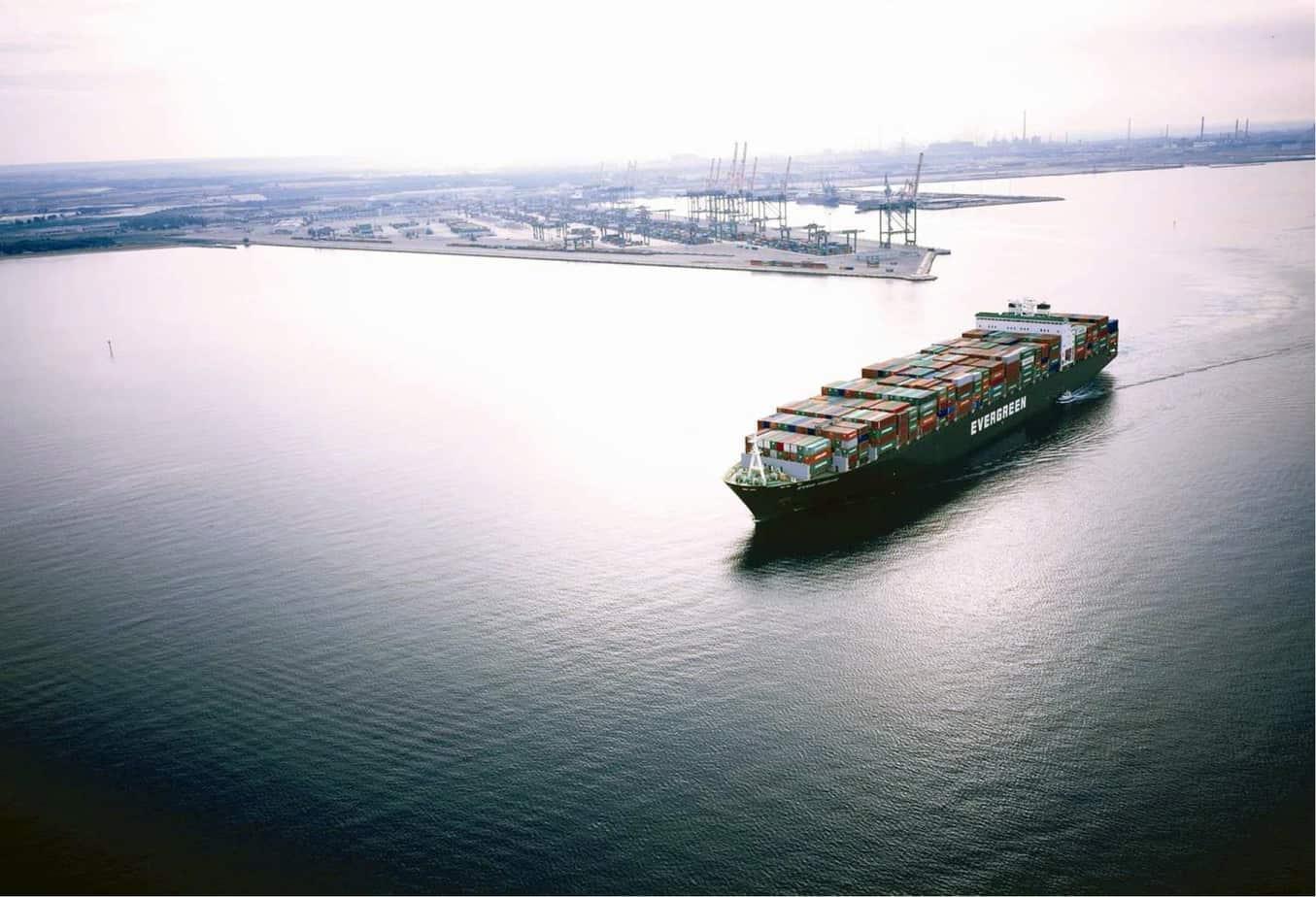 Una panoramica del porto di Taranto