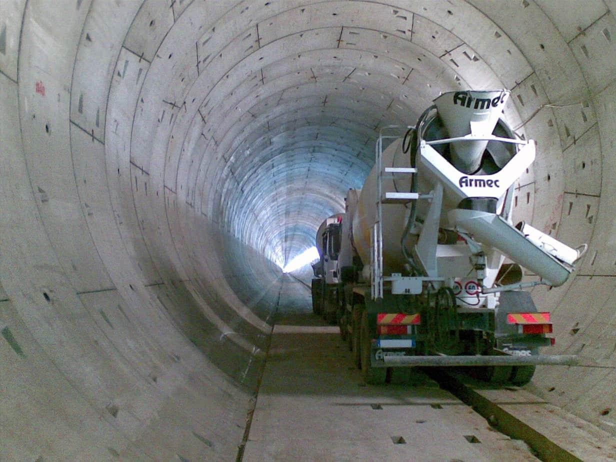 L'interno della galleria nel cantiere per la nuova Linea 5 della metropolitana di Milano