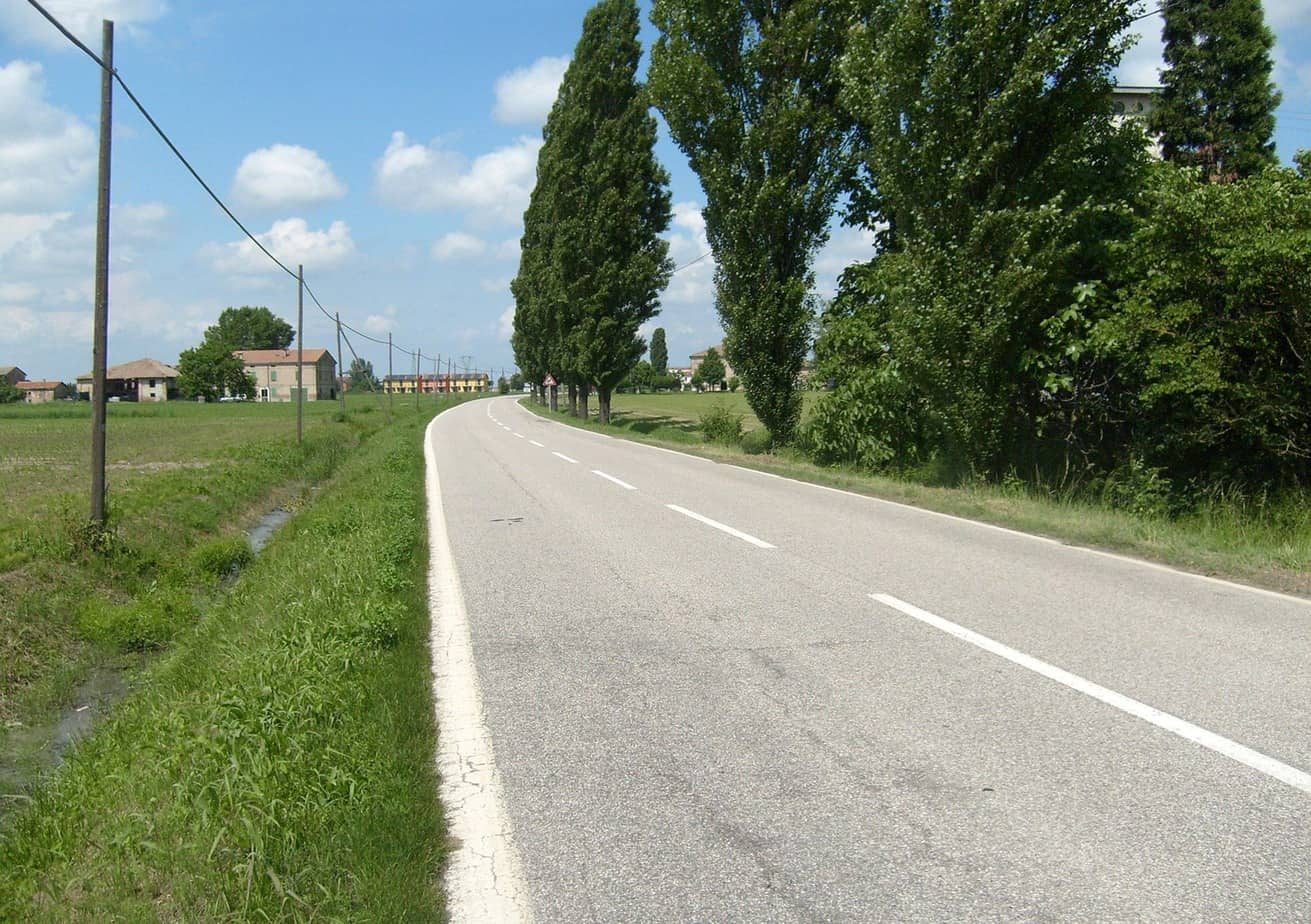Un esempio di monostrati con emulsione a 65% e inerte calcareo in provincia di Modena (zona di Finale Emilia, oggi terremotata) realizzati tra il 1990 e il 1995 e mai più ritoccati: manutenzioni che funzionano, resistono e fanno risparmiare