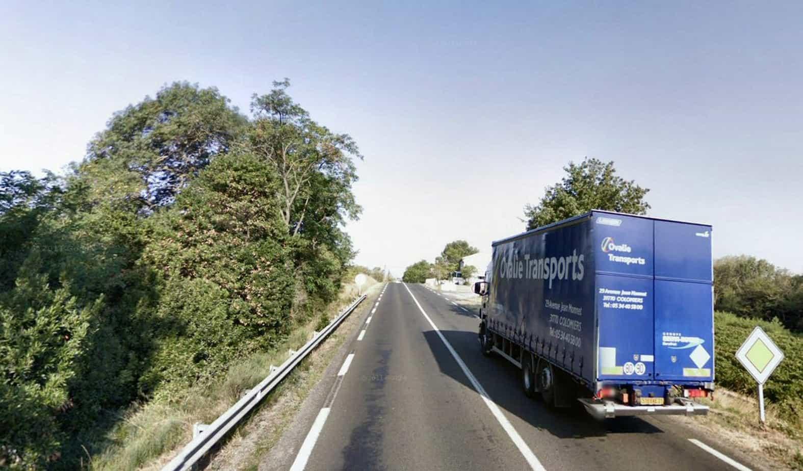 Un dosso lungo la strada dipartimentale 6113 nella località L'Horte a Trèbes (Languedoc-Roussilion)