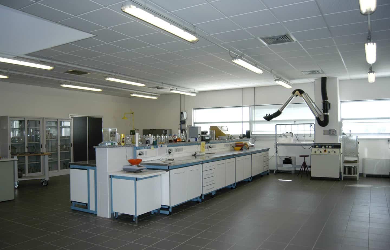 Un moderno laboratorio prove materiali