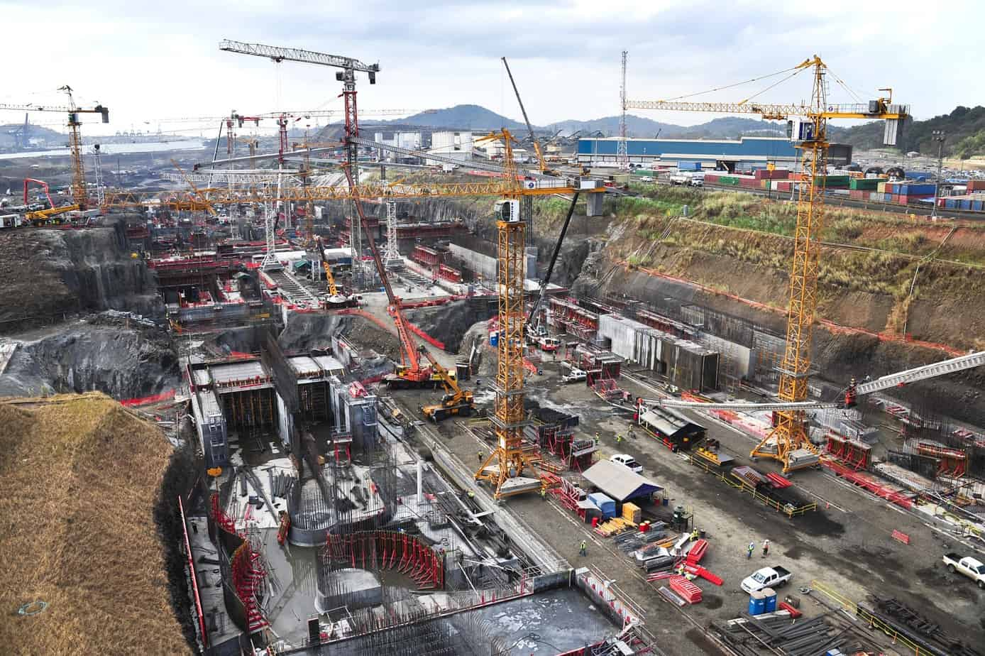 Gli additivi Mapei vengono utilizzati per la fabbricazione del calcestruzzo massivo e per quello marino, da utilizzare rispettivamente nelle parti interne ed esterne dei getti di realizzazione delle chiuse