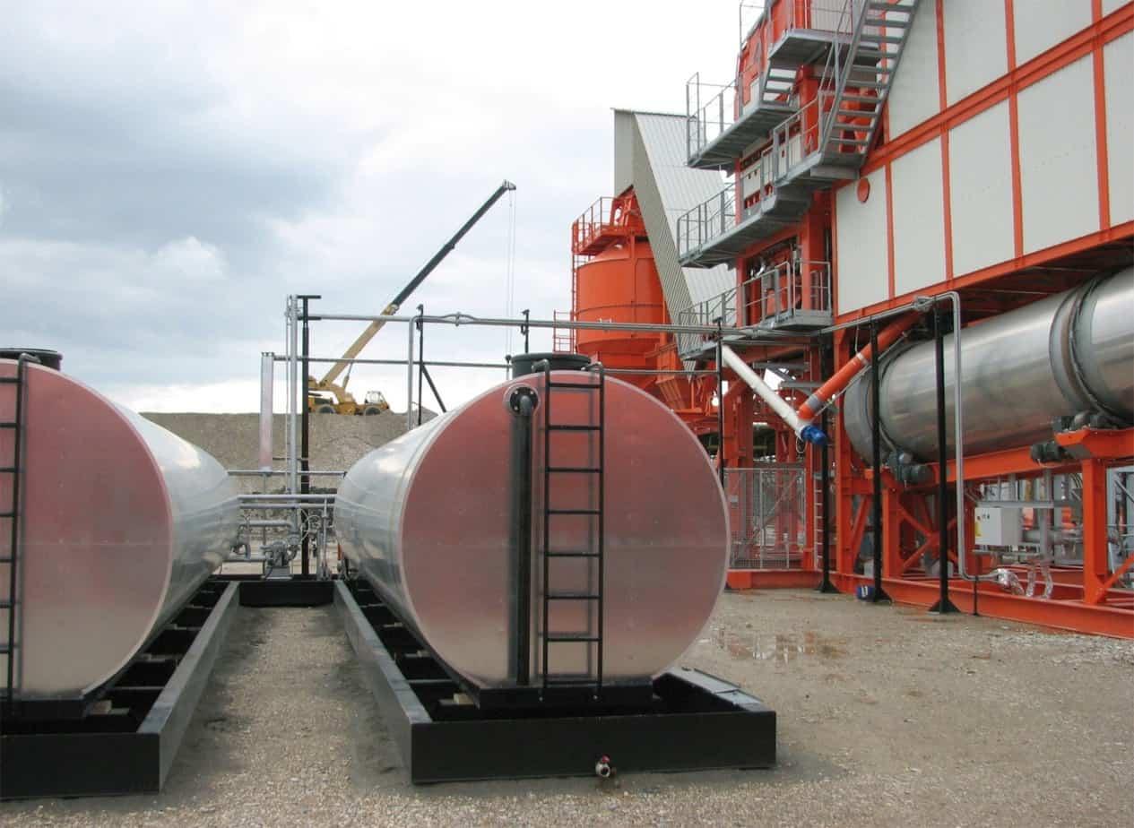 Le vasche di contenimento per cisterne e i basamenti metallici dell'essiccatore