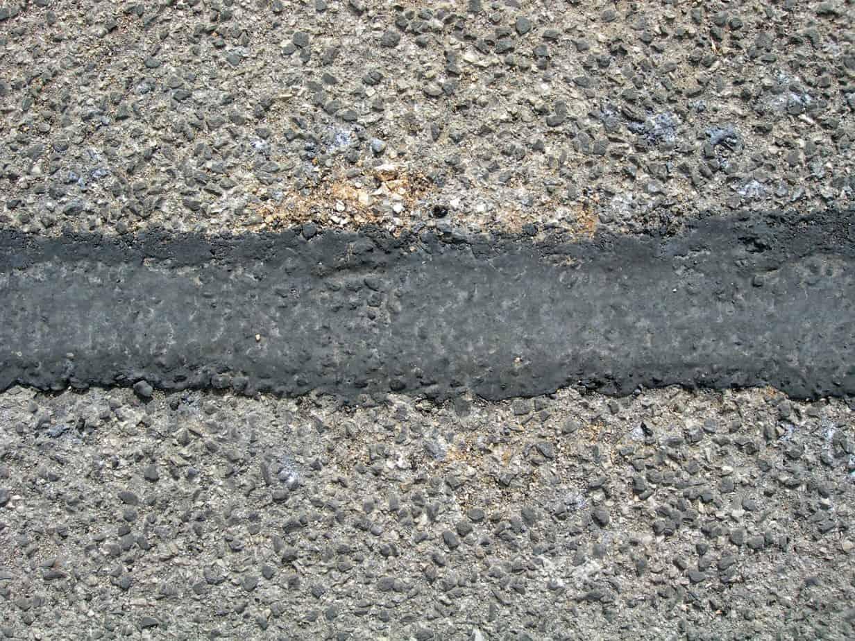 Riempimento e ripristino della pavimentazione stradale