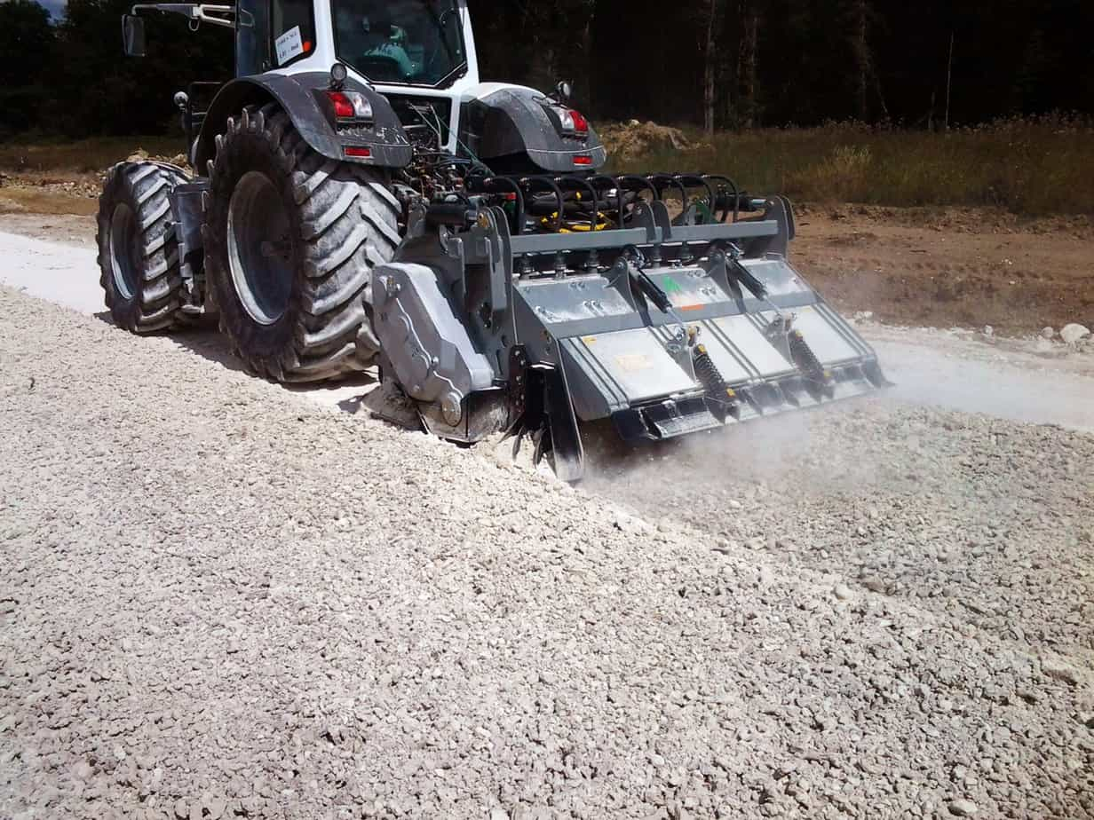 La MTH 225 in stabilizzazione (con presenza di sassi) nel cantiere LGV, a Tours-Bordeaux