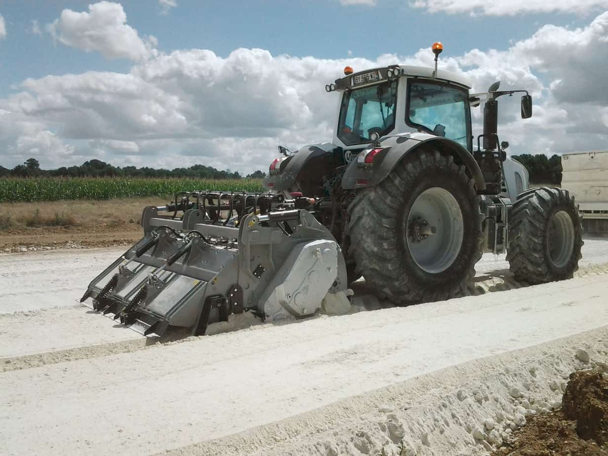La MTH 225 in stabilizzazione nel cantiere LGV, a Tours-Bordeaux