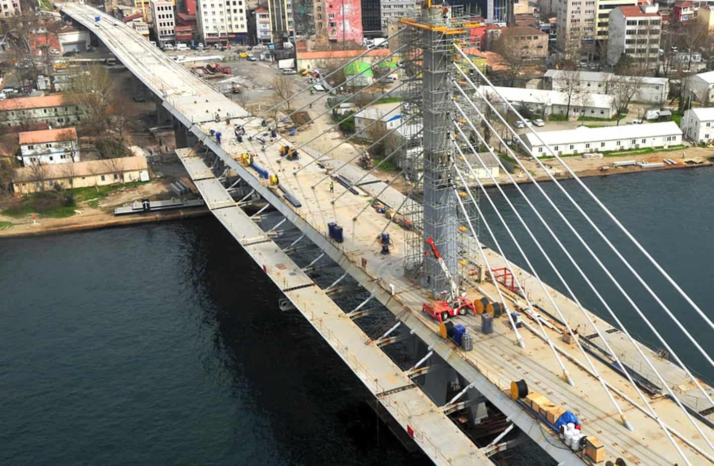 Una panoramica del ponte ultimato