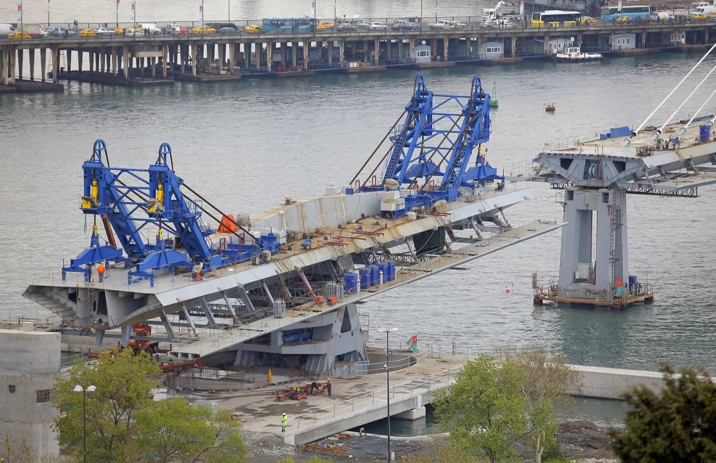 Il ponte girevole con i conci a sbalzo