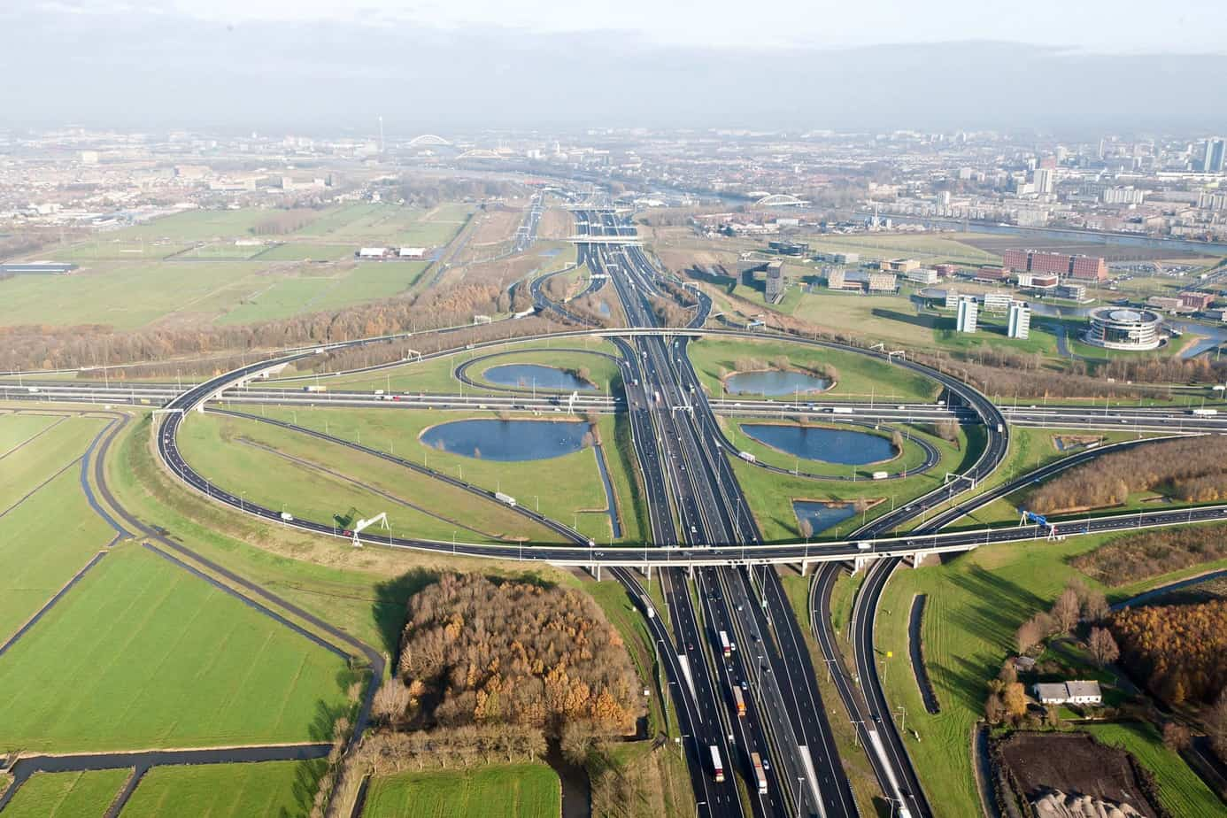 Lo snodo autostradale nei pressi di Rotterdam