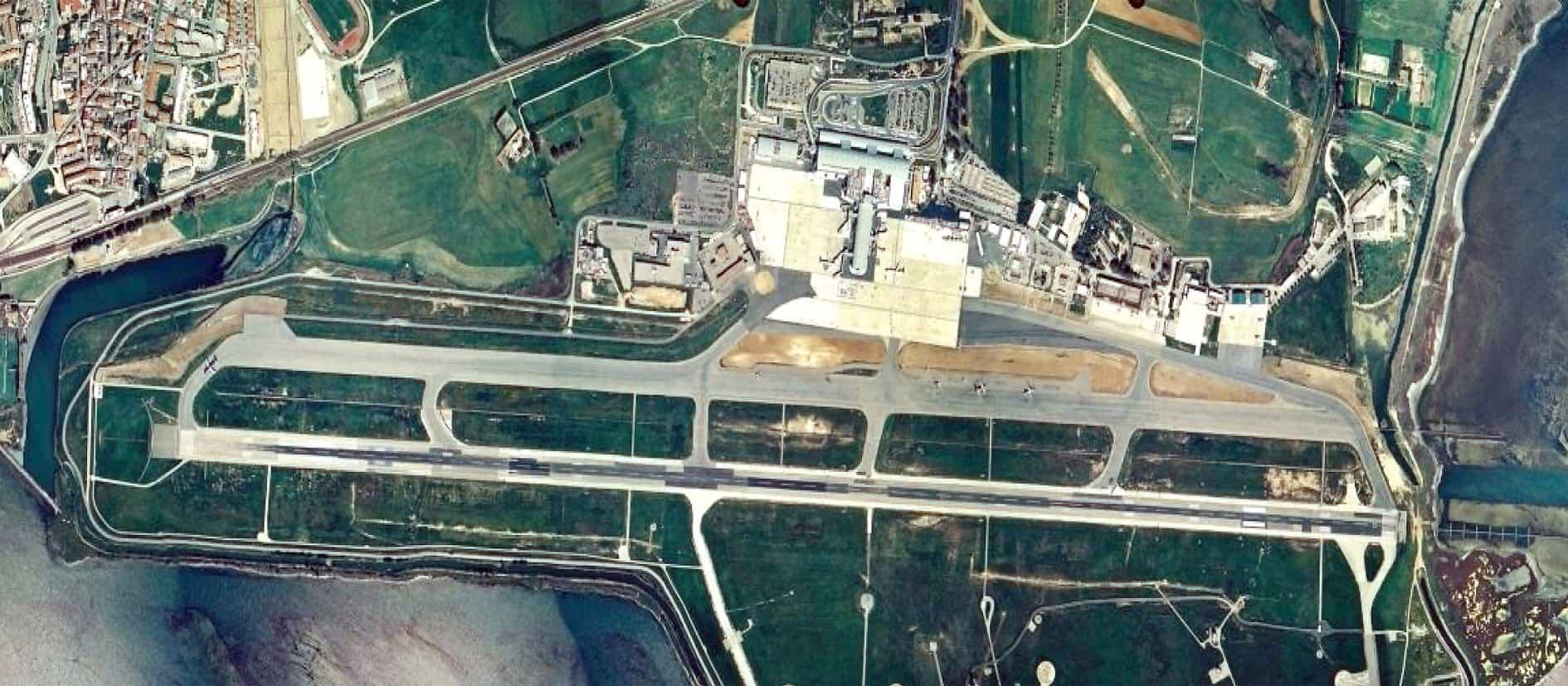 Una vista aerea dell'aeroporto di Cagliari-Elmas