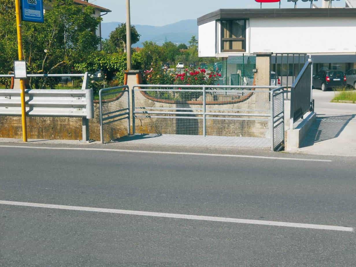 La piazzola di sosta per utenti di mezzi pubblici a Olmi (Quarrata - PT)