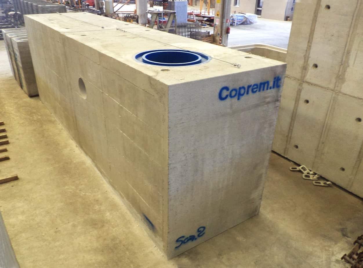 Gli elementi terminali con l'evidenza dell'imbocco superiore per la prolunga del diametro di 80 cm che rende possibile l'ispezione della vasca