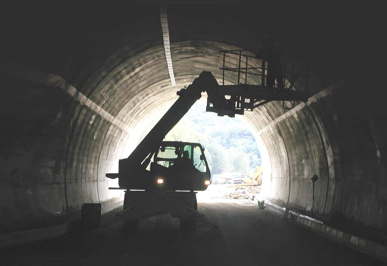 I Roto sono un valido strumento nei tunnel e facilitano la movimentazione di ogni carico. Per ampliare la duttilità operativa di queste macchine, la Società Merlo mette a disposizione un'ampia gamma di attrezzi oltre al posacentine