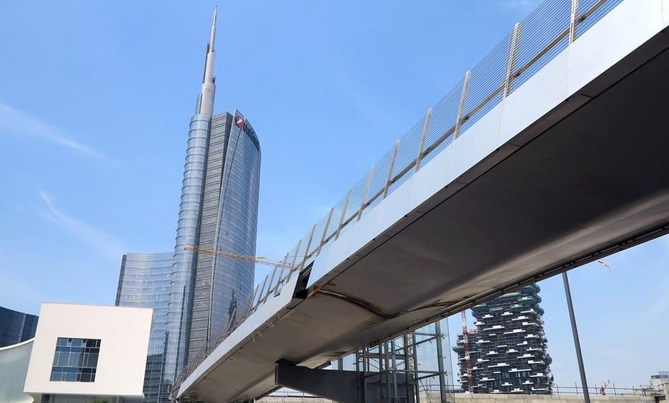 Costruzione, trasporto e montaggio della passerella a Milano