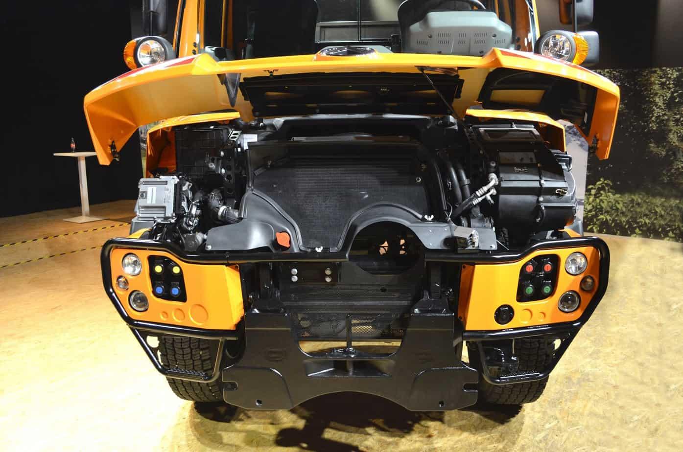 Mercedes-Benz presenta la versione Euro 6 del veicolo adatto alla manutenzione stradale, sia estiva che invernale