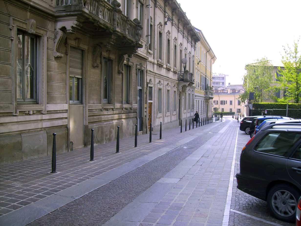 La varietà delle componenti della pavimentazione è fattore di moderazione della velocità (nella foto: Monza)