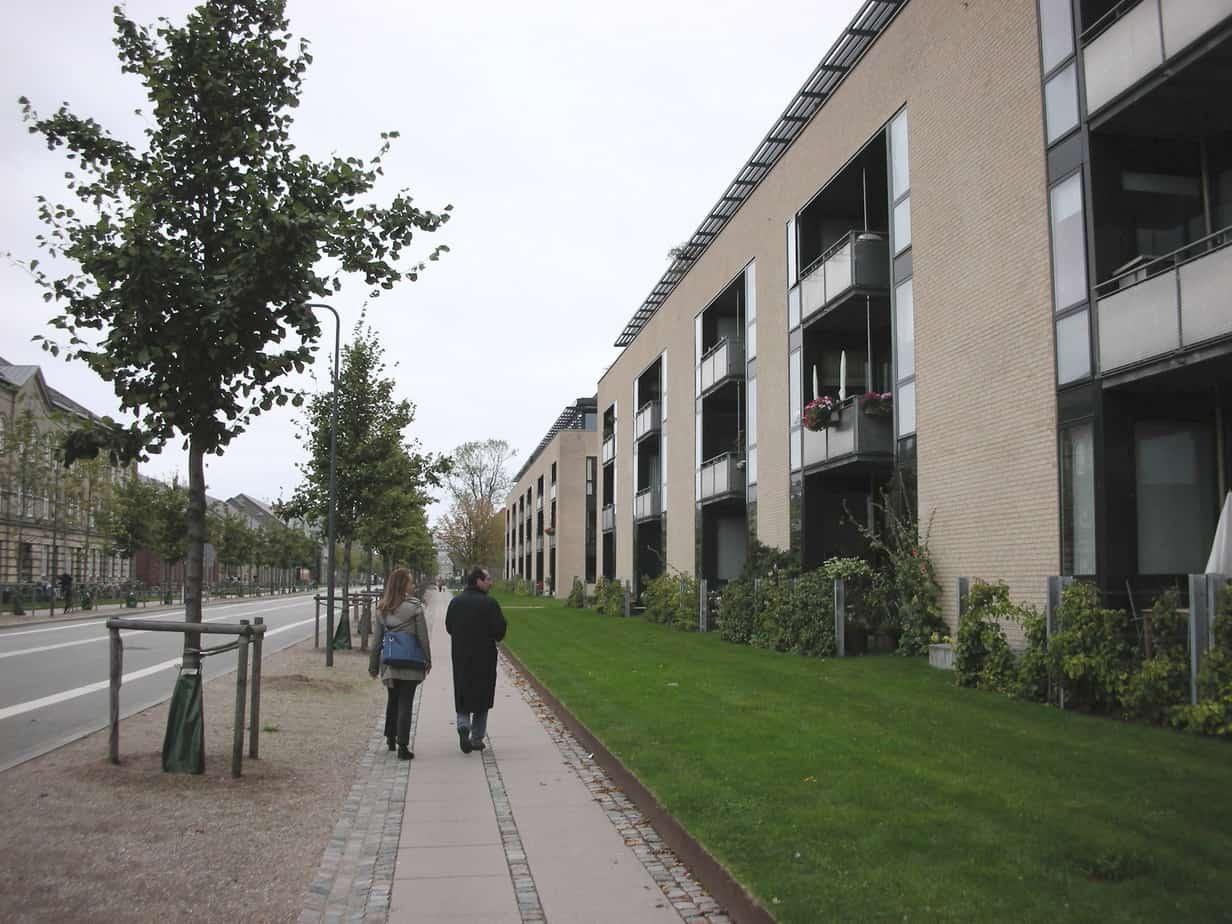 La qualità dello spazio urbano ne disincentiva l'uso improprio (nella foto: Bologna)