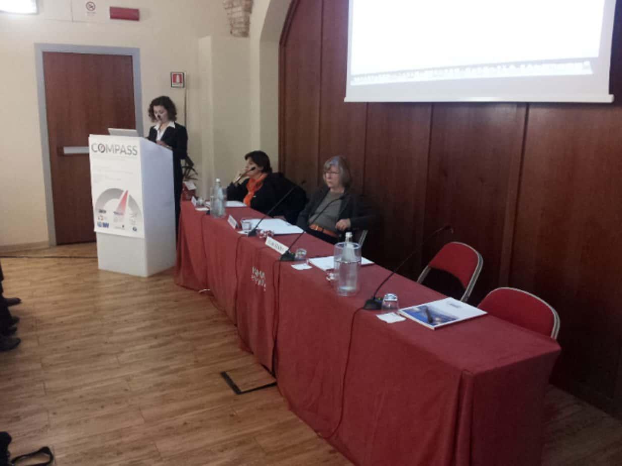 Il tavolo dei Relatori: da sinistra, Claudia De Stasio (TRT), Olga Landolfi (Segretario Generale di TTS Italia) e Christiane Bielefeldt, Coordinatrice del progetto COMPASS