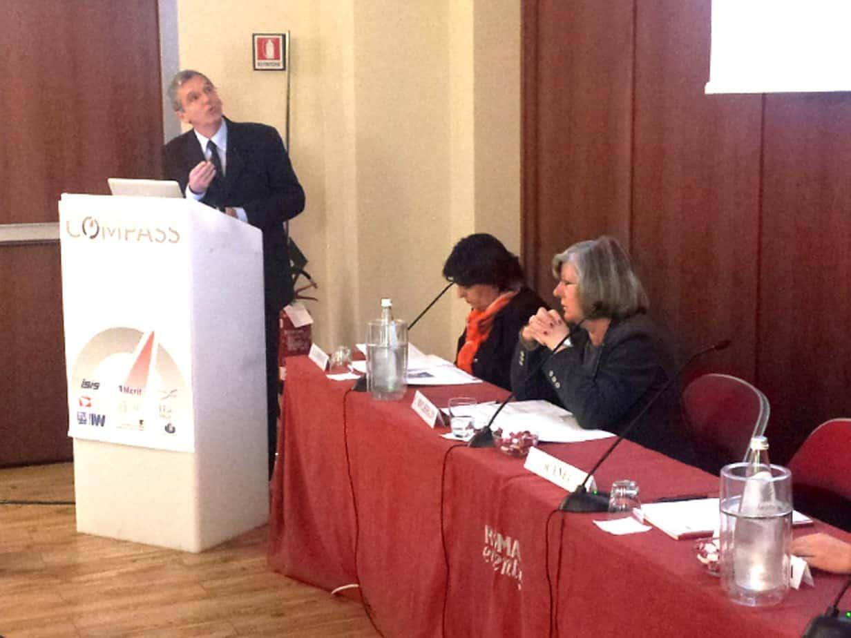 Il tavolo dei Relatori: da sinistra, Riccardo Enei (ISIS), Olga Landolfi (Segretario Generale di TTS Italia) e Christiane Bielefeldt, Coordinatrice del progetto COMPASS