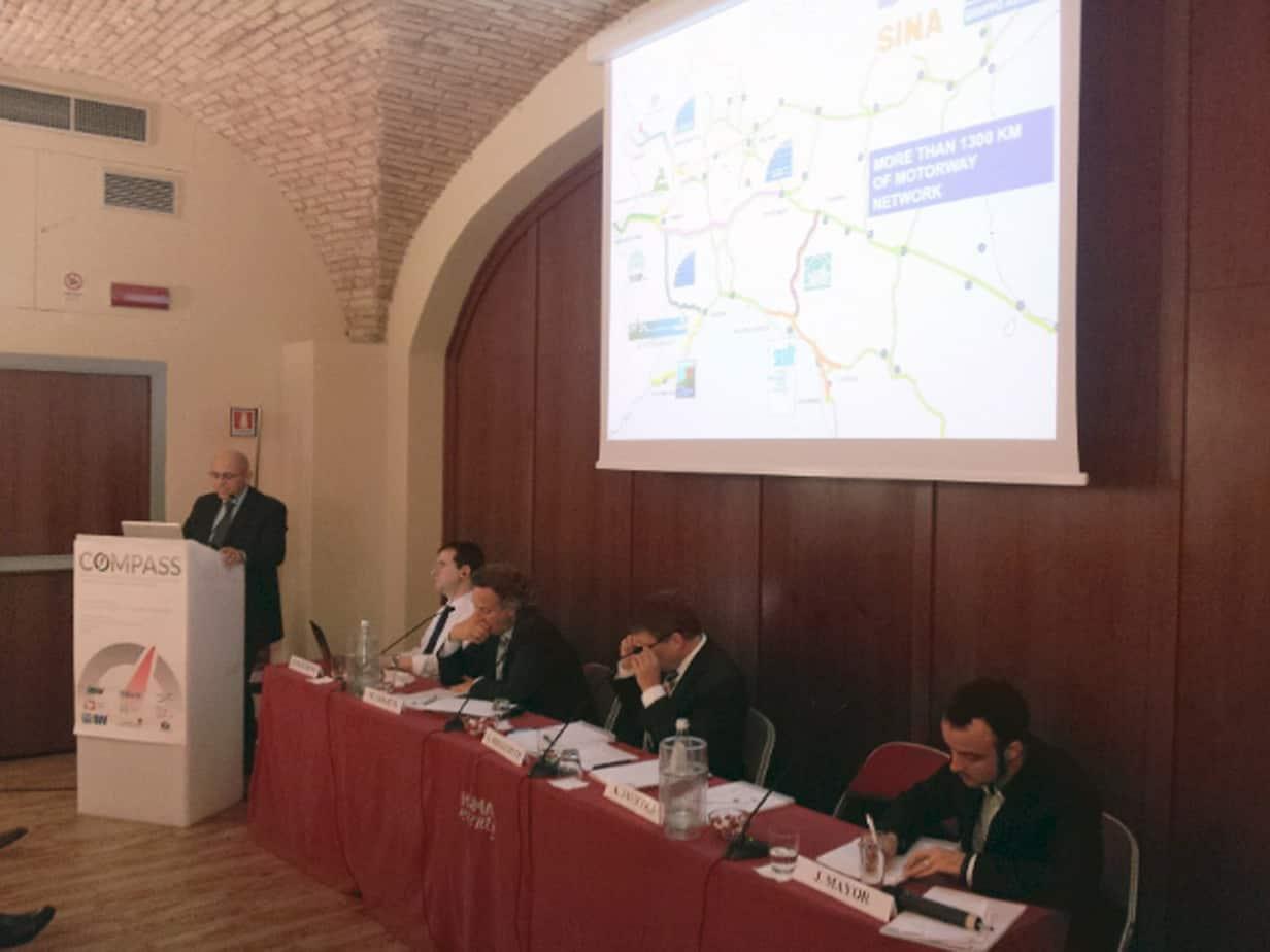 Il tavolo dei Relatori: da sinistra, Alessandro Javicoli (SINA), Bryan Matthews (Università di Leeds), Maurice Geraets (NXP), Gerd Riegelhuth (Hessen Mobil) e Jaume Mayor (WESmartPark)