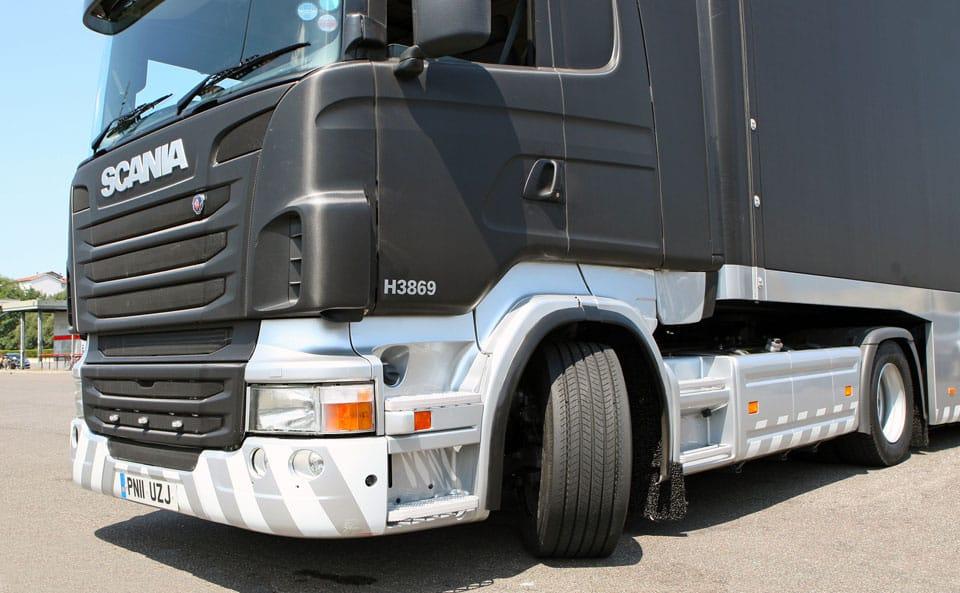L'obbligo di etichettatura con autoadesivo sullo pneumatico è previsto per le coperture di classe C1-autovetture e C2-trasporto leggero