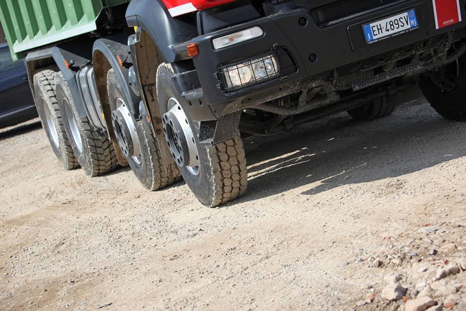 Il rumore causato dal traffico è determinato da numerosi fattori come l'intensità del traffico, il tipo di veicolo e l'interazione strada-pneumatico
