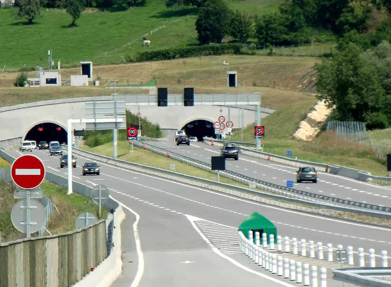 La A41 nei pressi del tunnel di Mount Sion: la Francia ha la più estesa rete di strade a pedaggio (circa 8.900 km)