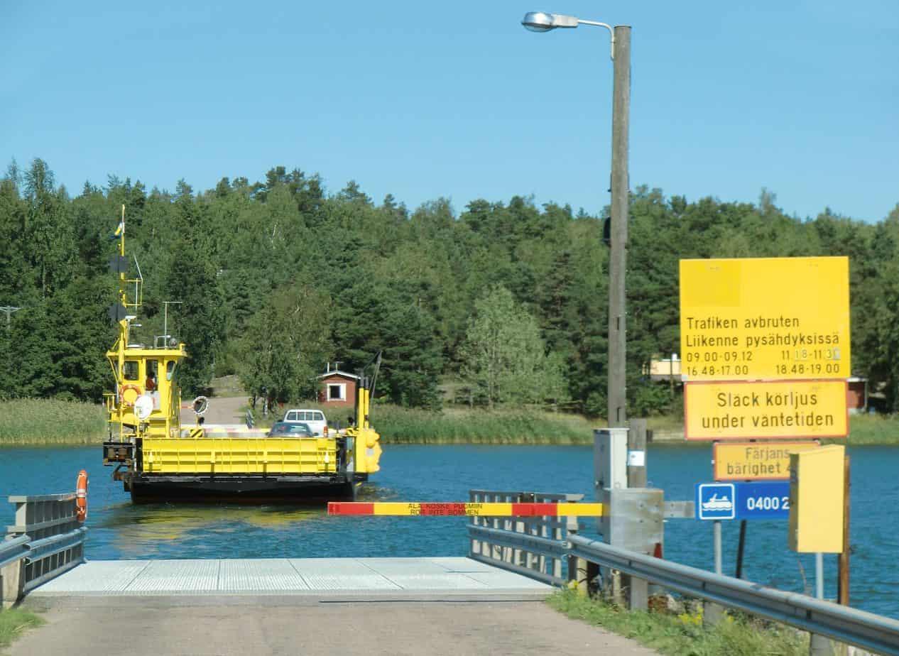 Un traghetto sullo stretto di Kivimo, nella Finlandia Occidentale: la Nazione scandinava ha la maggiore estesa di vie d'acqua navigabili interne