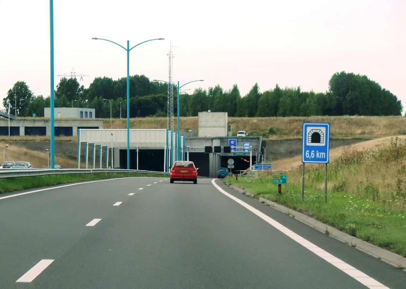 Il tunnel subalveo a pedaggio sotto la Westerschelde raggiunge i 65 m sotto il livello del mare