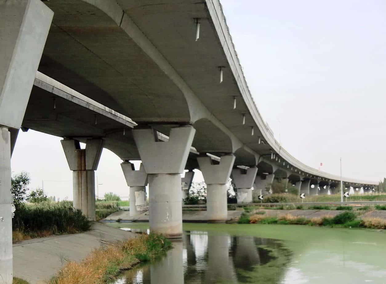 Il viadotto Coltano, sull'Autostrada Genova-San Pietro in Palazzi, con 9.619 m è il più lungo dell'UE-28