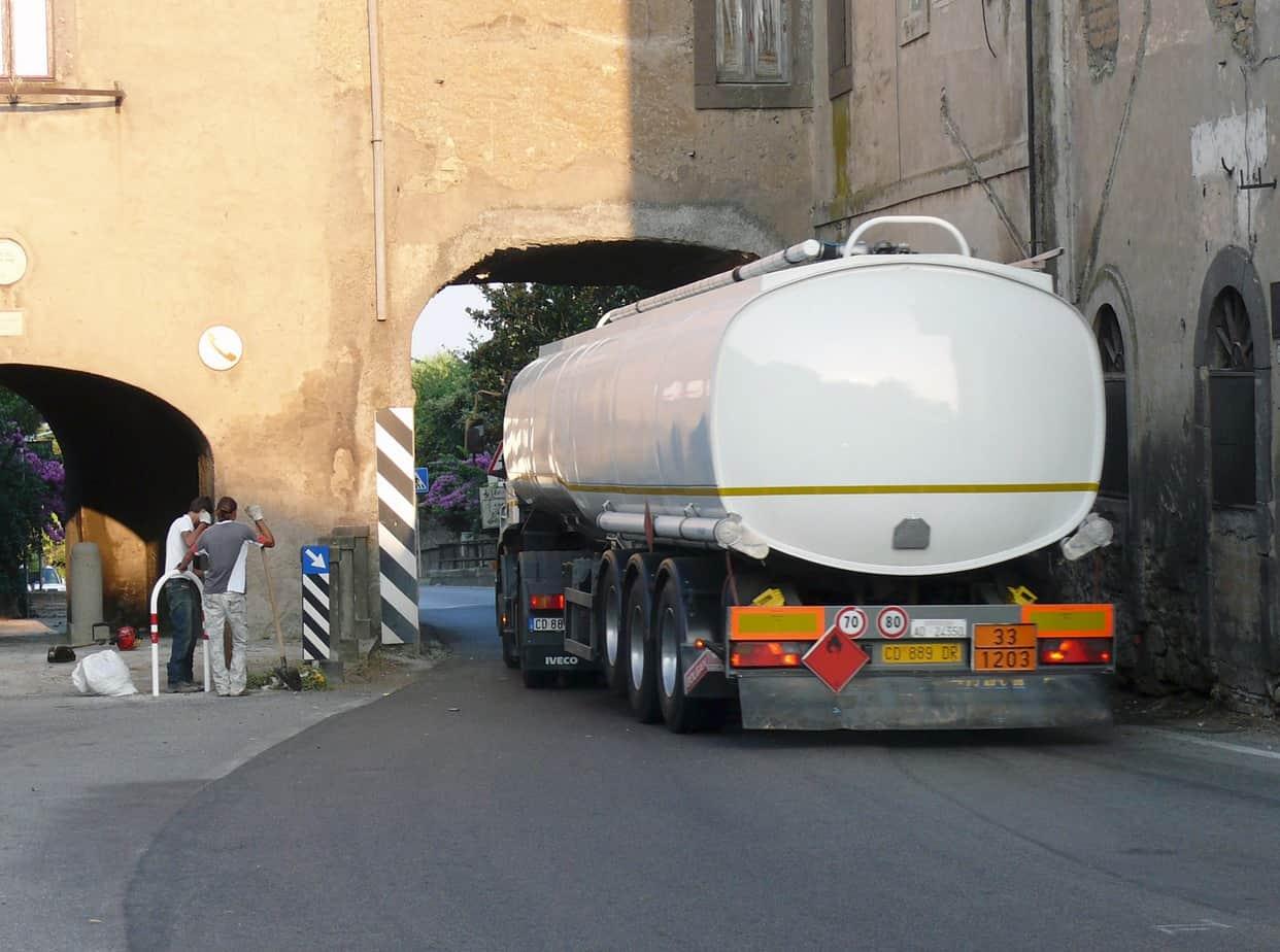 """L'attuale S.S. 1 bis """"Aurelia"""" all'altezza di Monte Romano (VT): appare evidente la sua inadeguatezza soprattutto per il traffico di mezzi pesanti"""