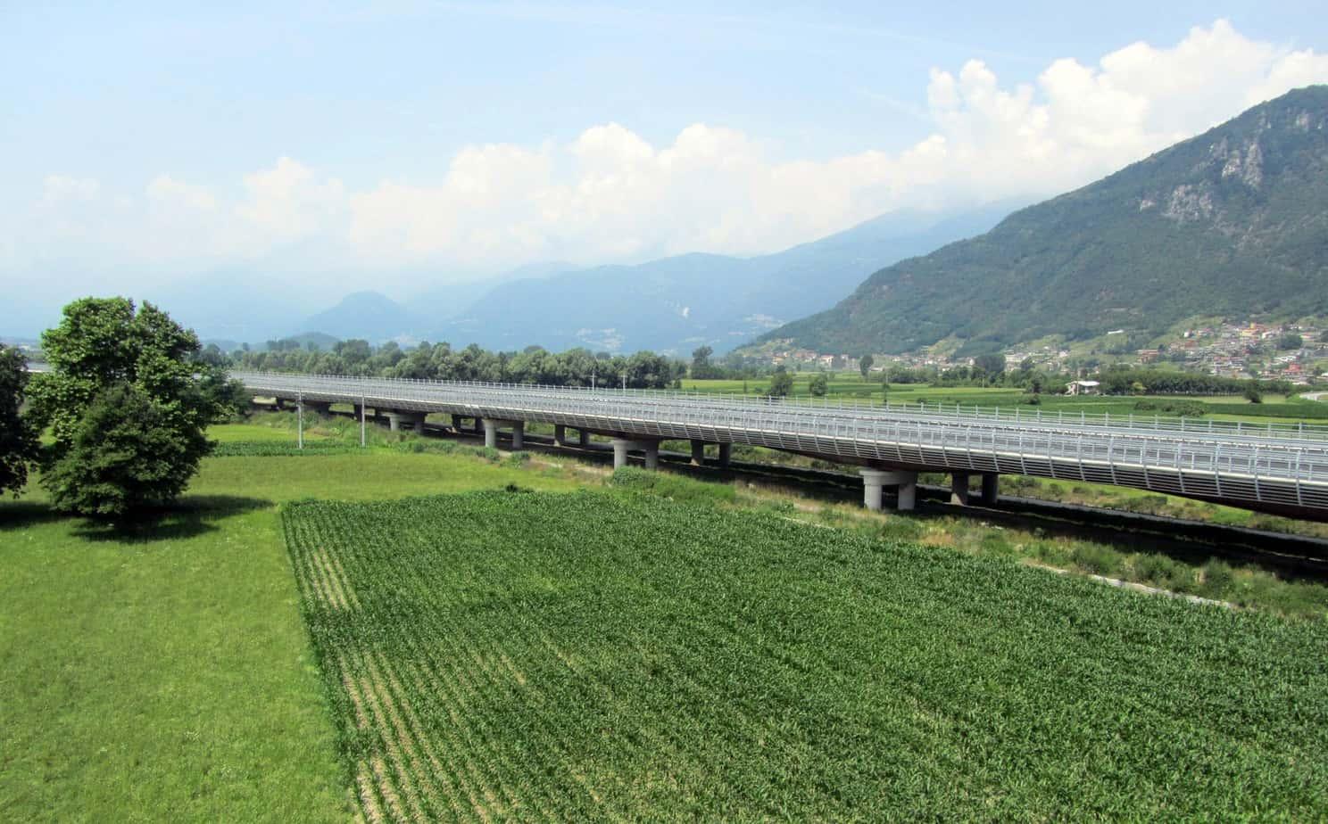 Una veduta dall'esterno del viadotto Valtellina completato
