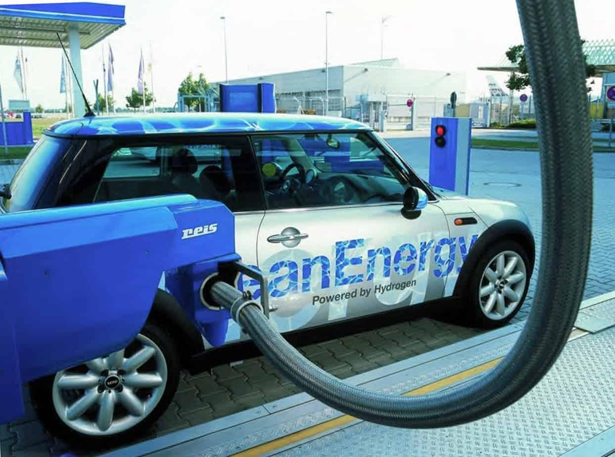 Secondo le stime dell'Unione Europea, nel 2030 circoleranno nel nostro continente oltre 16 milioni di macchine ad idrogeno
