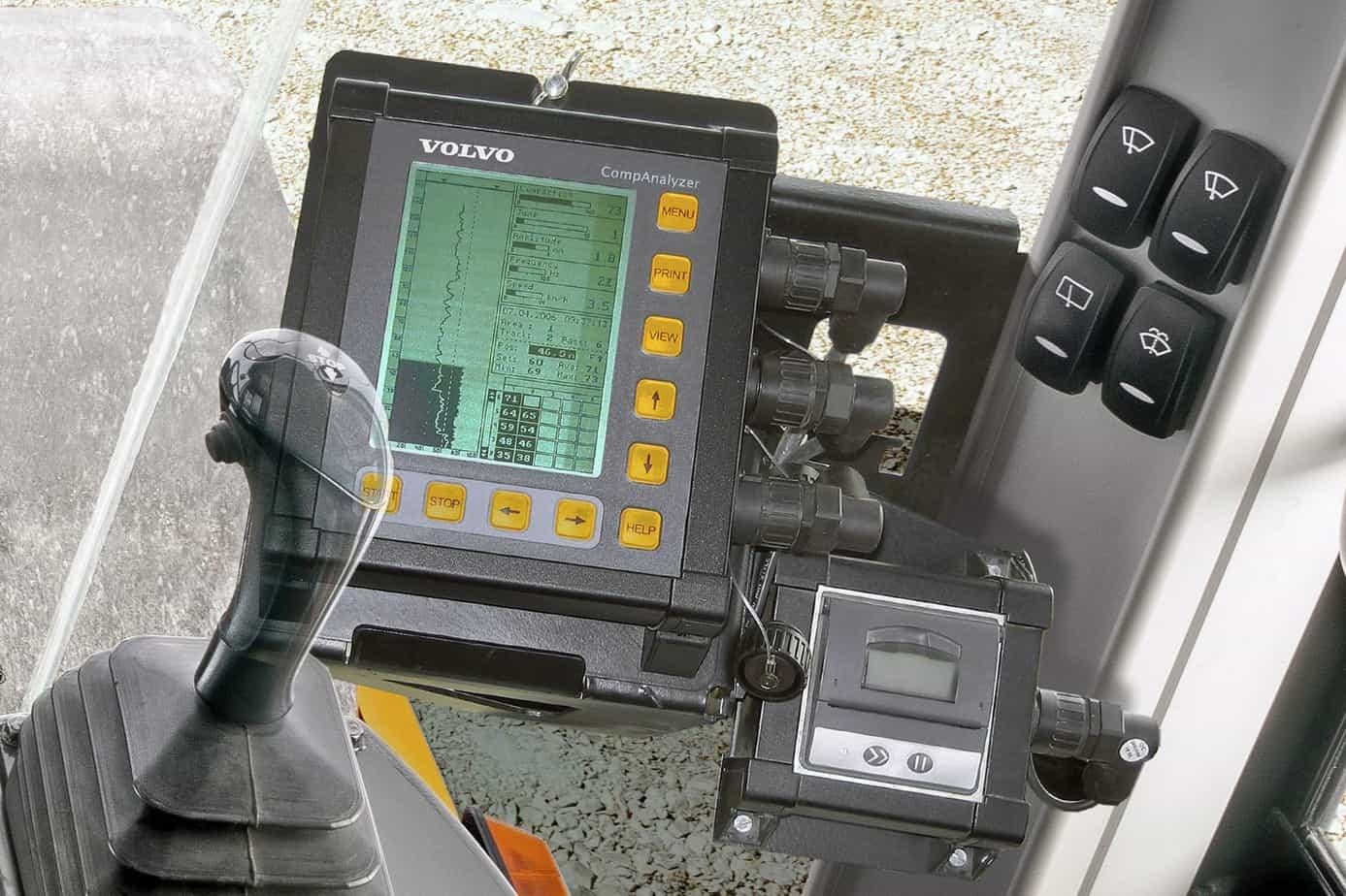I punti di controllo principali sono raggruppati su un lato del compattatore per far sì che la manutenzione ordinaria sia semplice ed evitare i fermi macchina