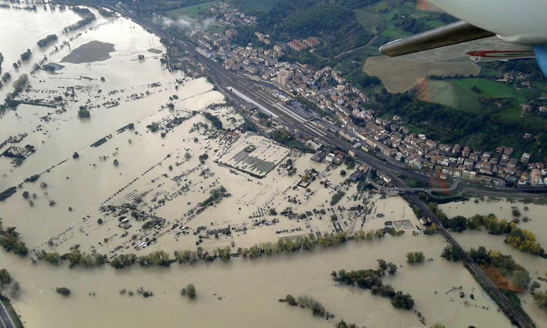 Una veduta aerea dei fenomeni di alluvionamento per l'esondazione del fiume Tevere