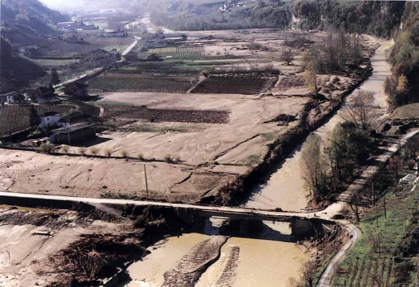 Fenomeni di esondazione del torrente Belbo, il cui percorso interessa le provincie di Cuneo, di Asti ed Alessandria