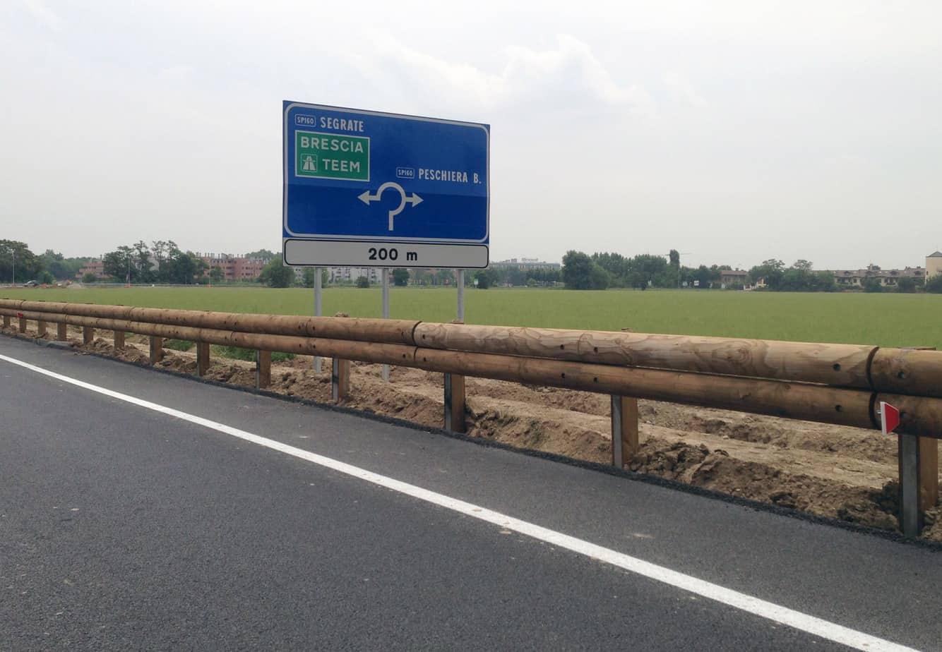 Una barriera stradale classe H2, con larghezza di funzionamento W4
