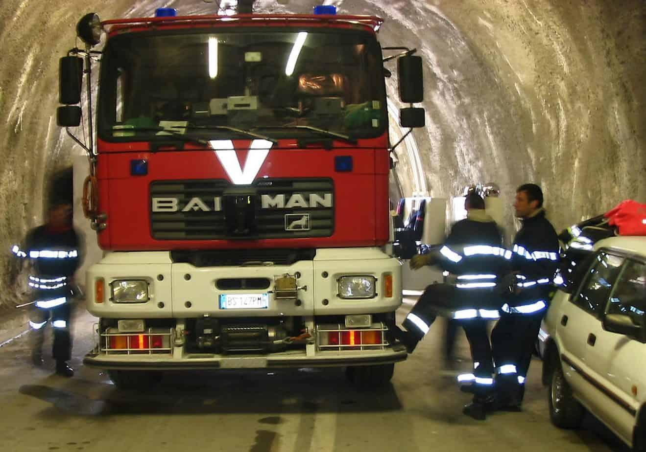 I mezzi di soccorso ai veicoli incendiati all'interno del Traforo del Monte Bianco