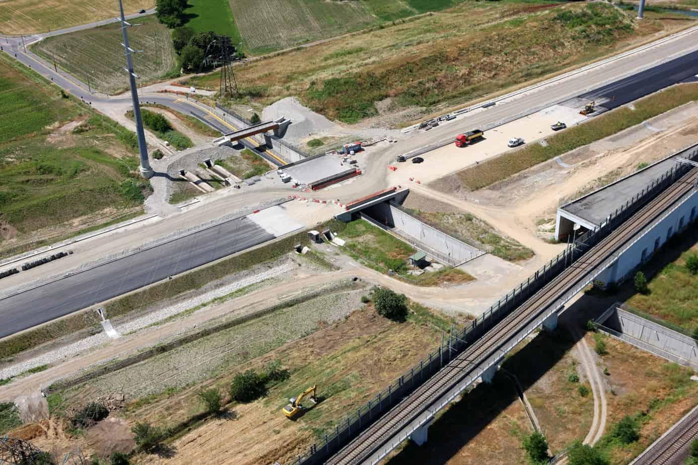 I lavori di scavalco del sottopasso di Via Don Castellazzi (Cascine San Pietro, Cassano D'Adda)