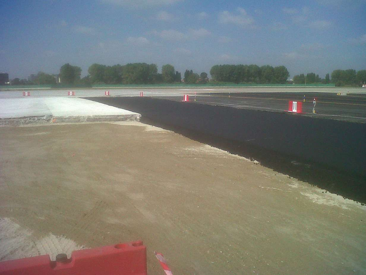 La stabilizzazione a cemento, base in conglomerato bituminoso alto modulo di 20 cm, binder in conglomerato bituminoso modificato di 8 cm