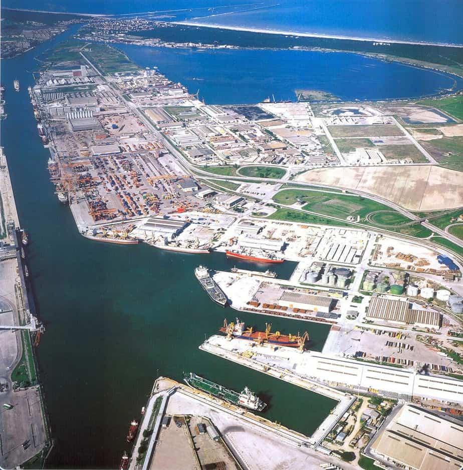 Un bacino di carenaggio per grandi navi